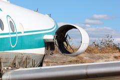 Aeroplano abbandonato del passeggero Motore vandalizzato e rubato rotto Fotografia Stock