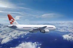 Aeroplano antes de aterrizar Imagen de archivo libre de regalías