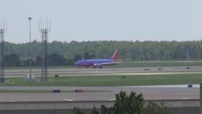 Aeroplano, avión, taxi a la pista, aeropuertos almacen de metraje de vídeo