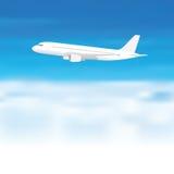 Aeroplano bianco sul fondo della nuvola del cielo blu Immagine Stock