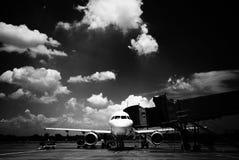 Aeroplano che carica il carico Immagine Stock