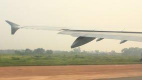 Aeroplano che prepara decollare archivi video
