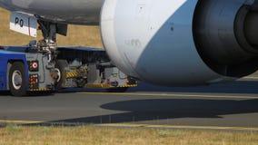 Aeroplano che rimorchia per assistere, primo piano archivi video