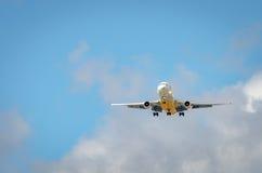 Aeroplano che si avvicina all'aeroporto e che atterra a Miami Fotografie Stock Libere da Diritti