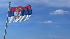 Aeroplano che sorvola bandiera d'ondeggiamento della Serbia stock footage