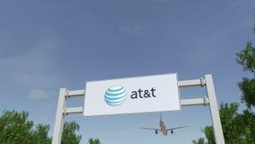 Aeroplano che sorvola il tabellone per le affissioni di pubblicità con American Telephone e Telegraph Company al logo di T 3D edi stock footage