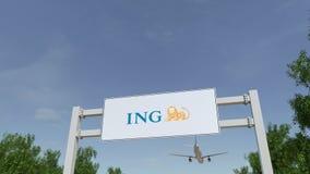Aeroplano che sorvola il tabellone per le affissioni di pubblicità con il logo del gruppo di ING 3D editoriale che rende clip 4K archivi video