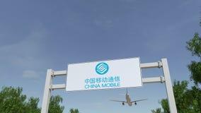 Aeroplano che sorvola il tabellone per le affissioni di pubblicità con il logo di China Mobile 3D editoriale che rende clip 4K illustrazione vettoriale