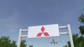 Aeroplano che sorvola il tabellone per le affissioni di pubblicità con il logo di Mitsubishi 3D editoriale che rende clip 4K illustrazione vettoriale