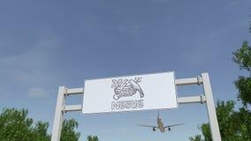 Aeroplano che sorvola il tabellone per le affissioni di pubblicità con il logo di Nestle 3D editoriale che rende clip 4K video d archivio