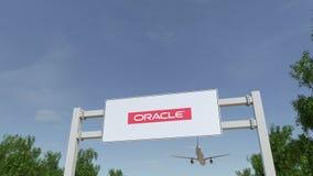 Aeroplano che sorvola il tabellone per le affissioni di pubblicità con il logo di Oracle Corporation 3D editoriale che rende clip illustrazione vettoriale