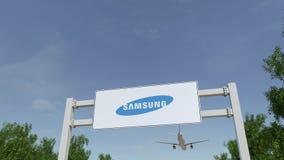 Aeroplano che sorvola il tabellone per le affissioni di pubblicità con il logo di Samsung 3D editoriale che rende clip 4K illustrazione vettoriale