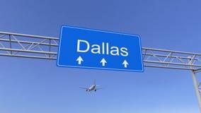 Aeroplano commerciale che arriva all'aeroporto di Dallas Viaggiando alla rappresentazione concettuale 3D degli Stati Uniti fotografie stock libere da diritti