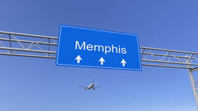 Aeroplano commerciale che arriva all'aeroporto di Memphis Viaggiando alla rappresentazione concettuale 3D degli Stati Uniti fotografie stock libere da diritti