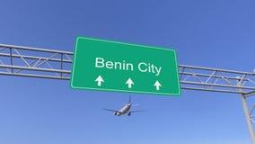Aeroplano commerciale del motore gemellato che arriva all'aeroporto di Benin City Viaggiando alla rappresentazione concettuale 3D royalty illustrazione gratis