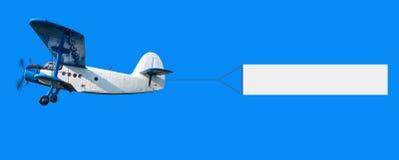 Aeroplano con un'insegna Fotografia Stock Libera da Diritti