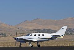 Aeroplano corporativo sulla pista Immagine Stock Libera da Diritti