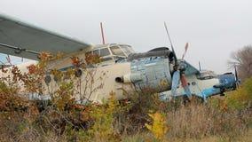 Aeroplano dañado viejo almacen de metraje de vídeo