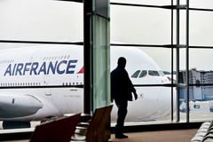 Aeroplano de Air France A380 en Charles de Gaulle International Airp Fotos de archivo libres de regalías