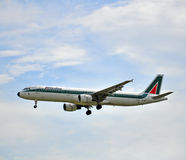 Aeroplano de Alitalia Foto de archivo libre de regalías