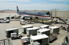 Aeroplano de Boeing de las vías aéreas de los E.E.U.U. en el aeropuerto de San Jose Foto de archivo libre de regalías