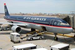 Aeroplano de Boeing de las vías aéreas de los E.E.U.U. en el aeropuerto de San Jose Imágenes de archivo libres de regalías