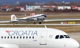 Aeroplano de Breitling DC-3 en Zagreb Fotografía de archivo