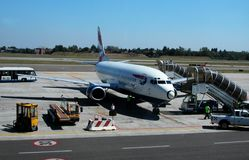 Aeroplano de British Airways en el aeropuerto de Marconi, Bolonia, Italia imagenes de archivo