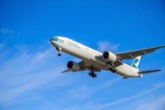 Aeroplano de Cathay Pacific Imagen de archivo libre de regalías