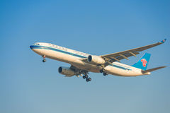 Aeroplano de China Southern Airlines Imagenes de archivo