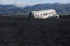 Aeroplano de Dakota en la playa fotografía de archivo