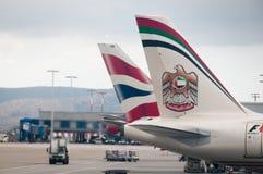 Aeroplano de Etihad Abu Dhabi en el aeropuerto de Atenas Fotos de archivo libres de regalías