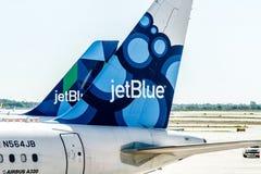 Aeroplano de JetBlue Fotos de archivo libres de regalías