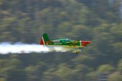 Aeroplano de las acrobacias aéreas Fotos de archivo