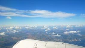 Aeroplano de las nubes de la visión almacen de video