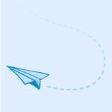 Aeroplano de papel que vuela Imágenes de archivo libres de regalías