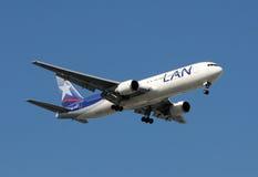 Aeroplano del avión de pasajeros del LAN Ecuador Foto de archivo libre de regalías