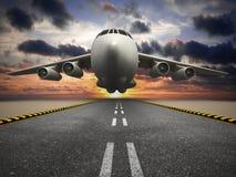 Aeroplano del carico o del passeggero che decolla al tramonto illustrazione vettoriale