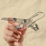 Aeroplano del dibujo de la mano con el fondo de papel arrugado Fotos de archivo