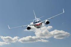 Aeroplano del jet en vuelo Fotos de archivo libres de regalías
