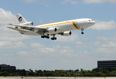 Aeroplano del jet pesado del cargo de Cielos Fotografía de archivo