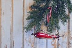 Aeroplano del juguete del árbol de navidad del vintage Fotos de archivo