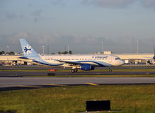 Aeroplano del pasajero de Interjet visto en Miami Fotos de archivo