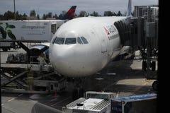 Aeroplano di caricamento Immagine Stock