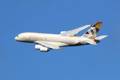 Aeroplano di Etihad Airways Airbus A380 Immagine Stock Libera da Diritti