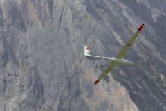 Aeroplano di modello controllato radiofonico in volo Immagini Stock