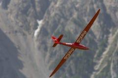 Aeroplano di modello controllato radiofonico in volo Fotografia Stock