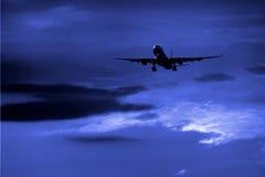 Aeroplano di notte   Immagine Stock