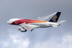 Aeroplano di Singapore Airlines Airbus A380 Fotografie Stock Libere da Diritti