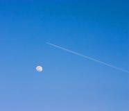 Aeroplano e luna Fotografie Stock Libere da Diritti